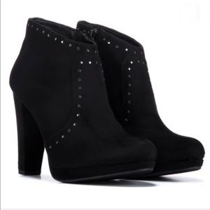 NEW Report Remi black & studs platform booties